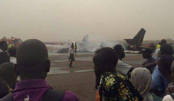 В Южном Судане разбился самолет с 44 пассажирами (Фото)