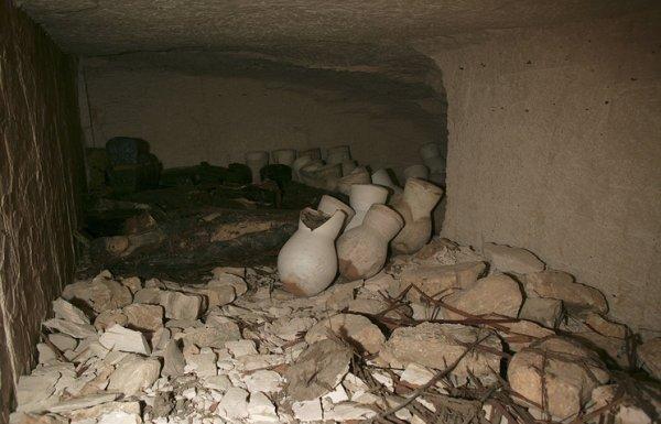 Древняя гробница.