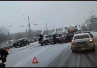 В Казани за утро произошло 100 аварий (ВИДЕО)