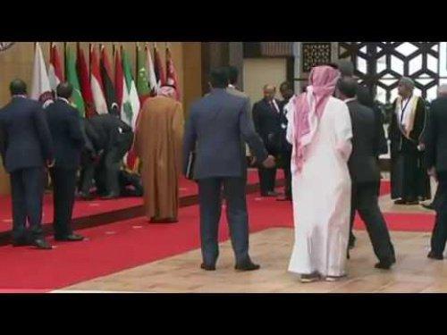 Видео падения президента Ливана насаммите ЛАГ появилось всети интернет