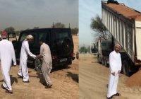 Принц Дубая спас застрявшего в песке водителя грузовика