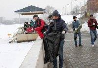 200 человек вышли на уборку берегов озера Кабан