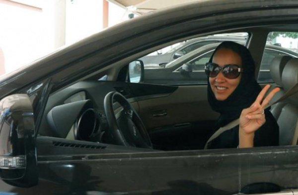 Саудовские женщины нередко игнорируют запрет на вождение автомобиля.