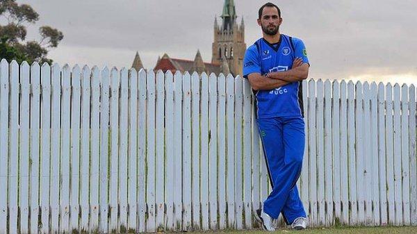Австралийская ассоциация крикета разрешила Фаваду Ахмеду выступать без логотипа производителя пива на футболке