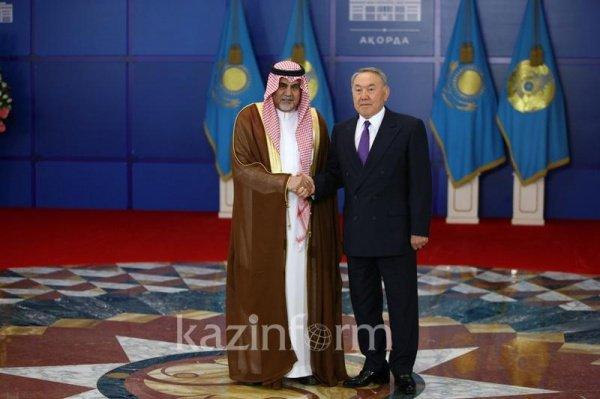 Президент Казахстана и посол КСА.