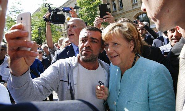 У Ангелы Меркель потребовали компенсацию за содержание беженцев.
