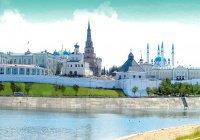 В Казани вандалы изрисовали стену Кремля
