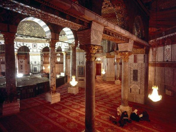 Интерьер мечети Купол Скалы