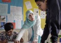 Может ли мусульманка обучать исламу мужчин?