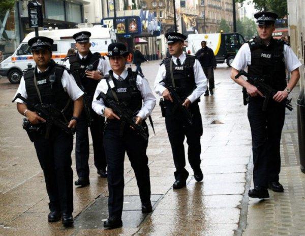 Английским полицейским разрешили стрелять напоражение вводителей-террористов