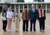 Супруга и дочь вице-президента США надели хиджаб