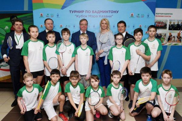 Метшин выразил намерение сделать все, чтобы во всех дворах и школах столицы Татарстана играли в бадминтон