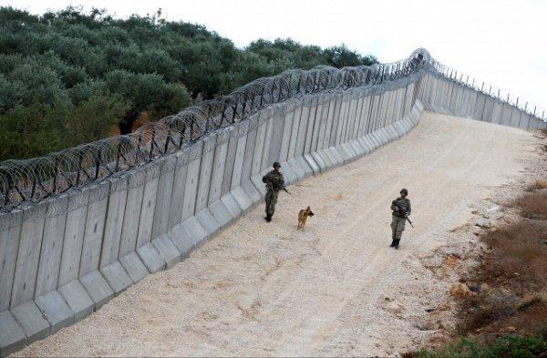 В Венгрии достроили второй забор от мигрантов.