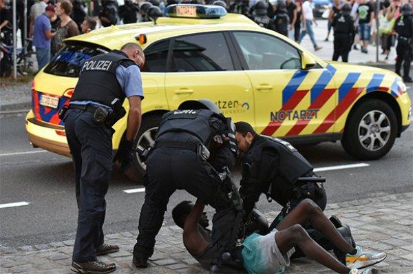 Мигранты стали совершать больше преступлений.