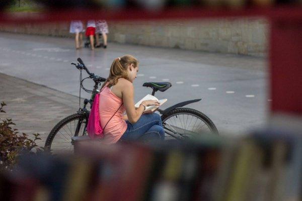 Библиотека на набережной в центре города проработает до осени, а затем снова уйдет на перерыв