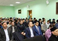 В РИИ обсудили современную молодежь и духовные ценности народов России
