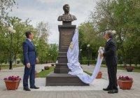 Минниханов в Астрахани открыл памятник Мусе Джалилю