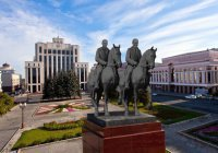 В Казани вместо Ленина хотят установить памятник Шаймиеву и Минниханову (ФОТО)