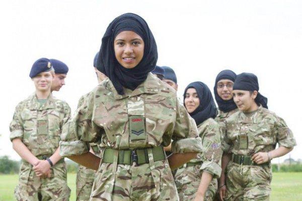 В истории Ислама было очень много женщин, которые принимали участие в военных походах и битвах