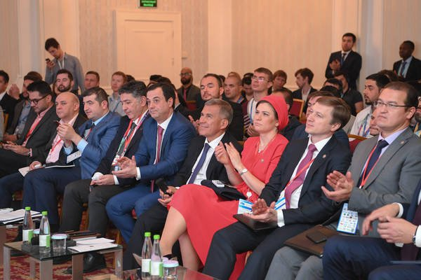 Рустам Минниханов на форуме.