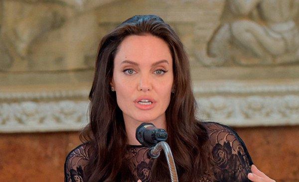 Джоли намерена посетить Судан уже в течение ближайшего месяца.