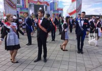 Сегодня в Казани прозвенел «Последний звонок» для 5 000 выпускников
