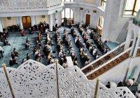 Можно ли совершать намаз за имамом, находясь при этом на другом этаже мечети?