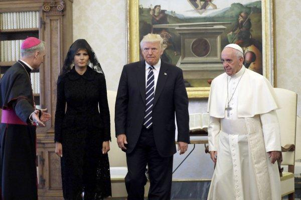 Супруга президента США сопровождала Дональда Трампа на встрече с понтификом