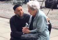 Видео с этим имамом растрогало сердца миллионов