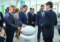 Медведев предложил заменить футбольную сборную России казанскими роботами