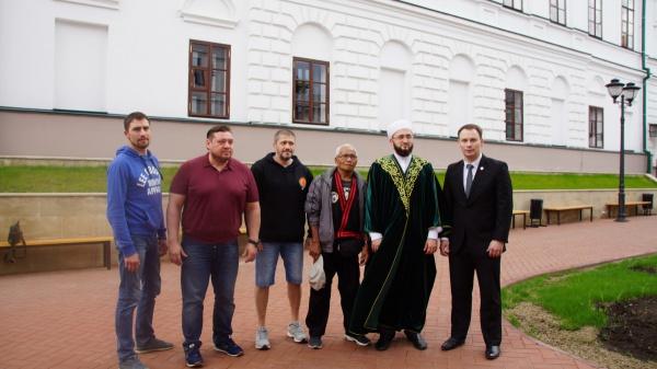 Муфтию Татарстана показали мастер-класс по пенчак силат