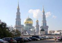 Неизвестный устроил у Соборной мечети в Москве раздачу экстремистских листовок