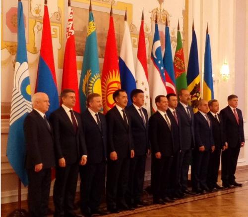 Участники совета глав правительств стран СНГ.