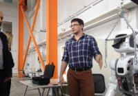 Гоша Куценко за роботом для фильма приехал в Иннополис