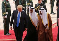 После визита на Ближний Восток рейтинг Трампа упал еще ниже