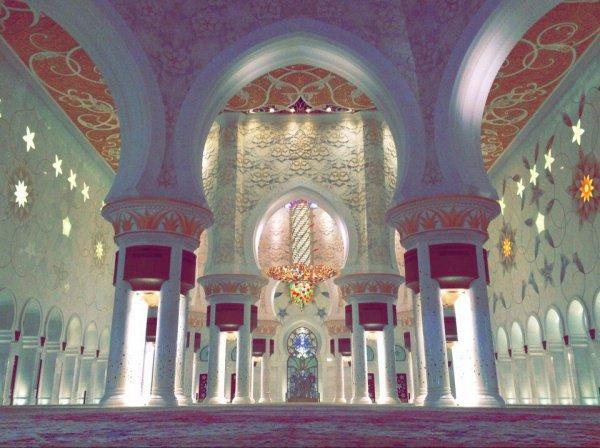 Иътикаф – это уединение в мечети в последние десять дней для мужчины и в доме для женщины