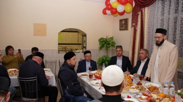 Муфтий РТ посетил ифтар в Просветительском центре им.Максуди
