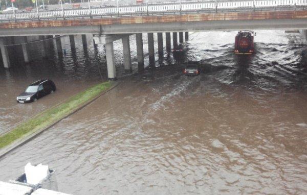 Ранее МЧС РФ по РТ предупредило граждан, что прогнозируется усиление ветра до 15-23 м/с и сильный дождь