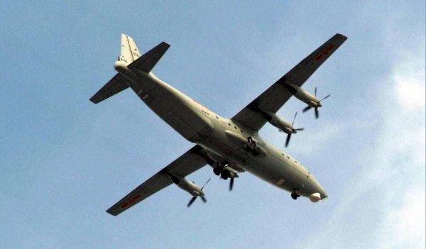Самолет Y-8.