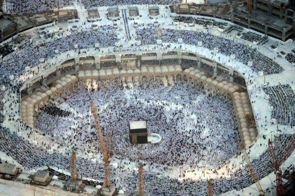Завораживающие фото таравих-намаза в Мекке