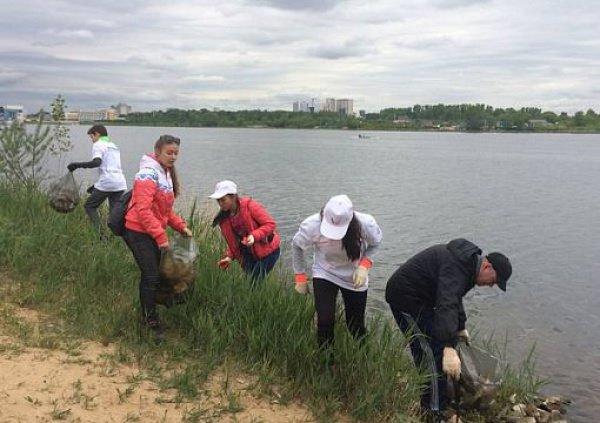 Береговая линия водоема в центре Казани была очищена в рамках экологической акции