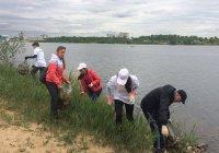 Школьники очистили центральное озеро Казани