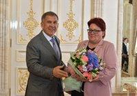 Минниханов вручил 33 госнаграды России и Татарстана выдающимся татарстанцам