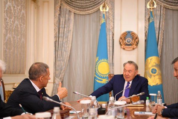 Минниханов вручил президенту Казахстана орден «За заслуги перед РТ»