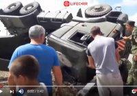 В Дагестане перевернулся грузовик, перевозивший танк (Видео)