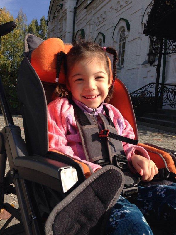 7-летняя малышка Гузель из-за тяжелой формы ДЦП не может почувствовать вкус счастливого детства