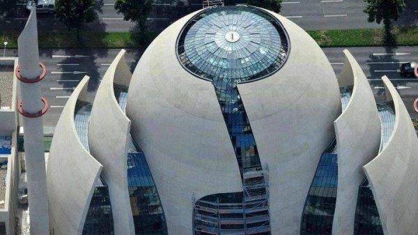 В Кельне открылась мечеть, созданная архитектором церквей (Видео)