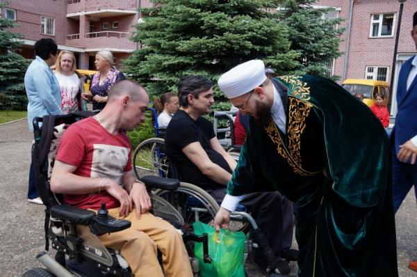 Муфтий РТ встретился с людьми с ограниченными возможностями здоровья.