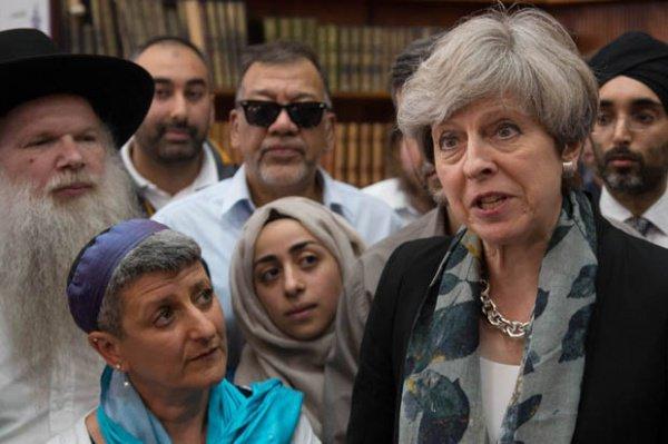 Тереза Мэй посетила мечеть,возле которой произошел теракт