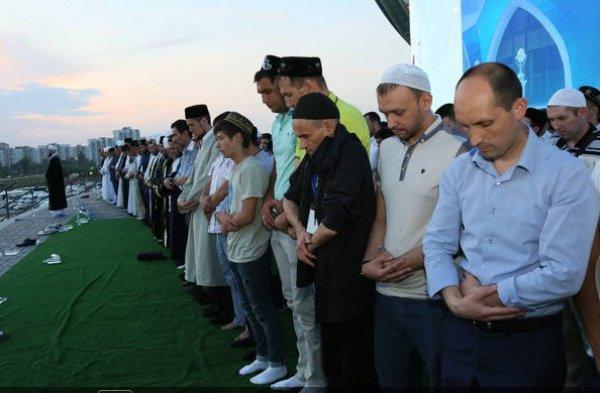Нарушится ли намаз, если во время коллективного намаза совершить руку раньше имама?